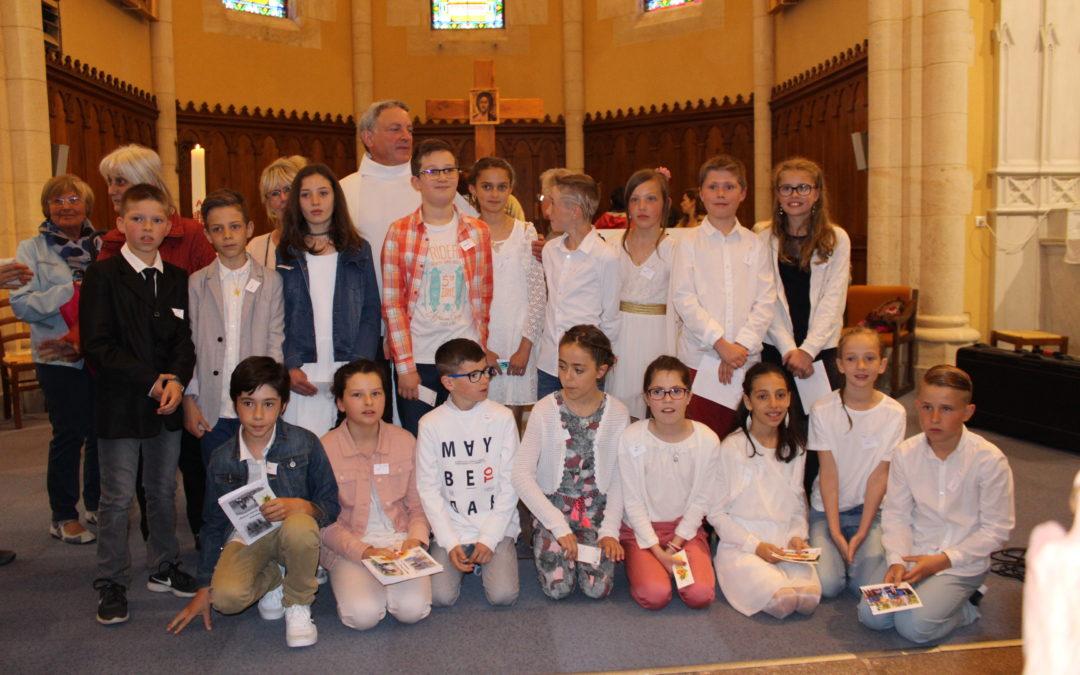 Dimanche 13 mai 2018 Premières communions à Aveize