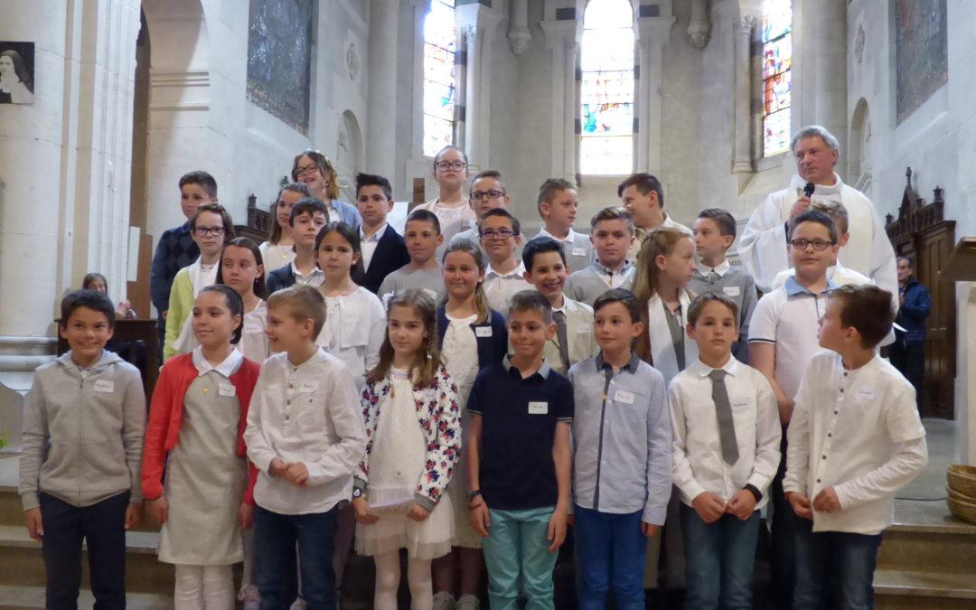 les premieres communions de l'ensemble paroissial Ste Therese