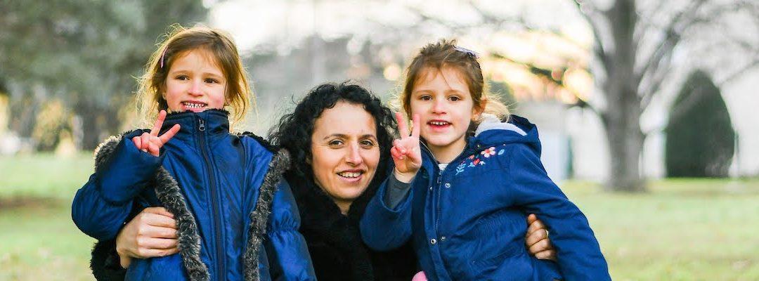 Découvrez ci-dessous le témoignage du collectif accueillant la famille Tollia, famille albanaise exilée.